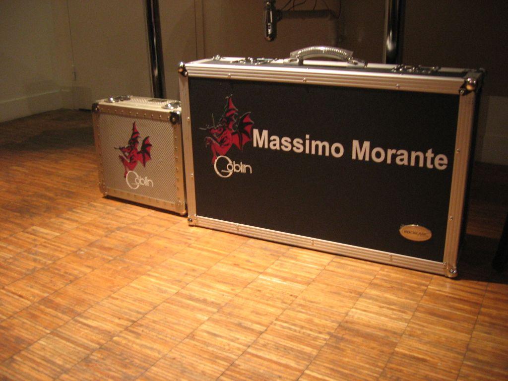 backsyage-la-valigia-porta-chitarra-di-massimio-morante